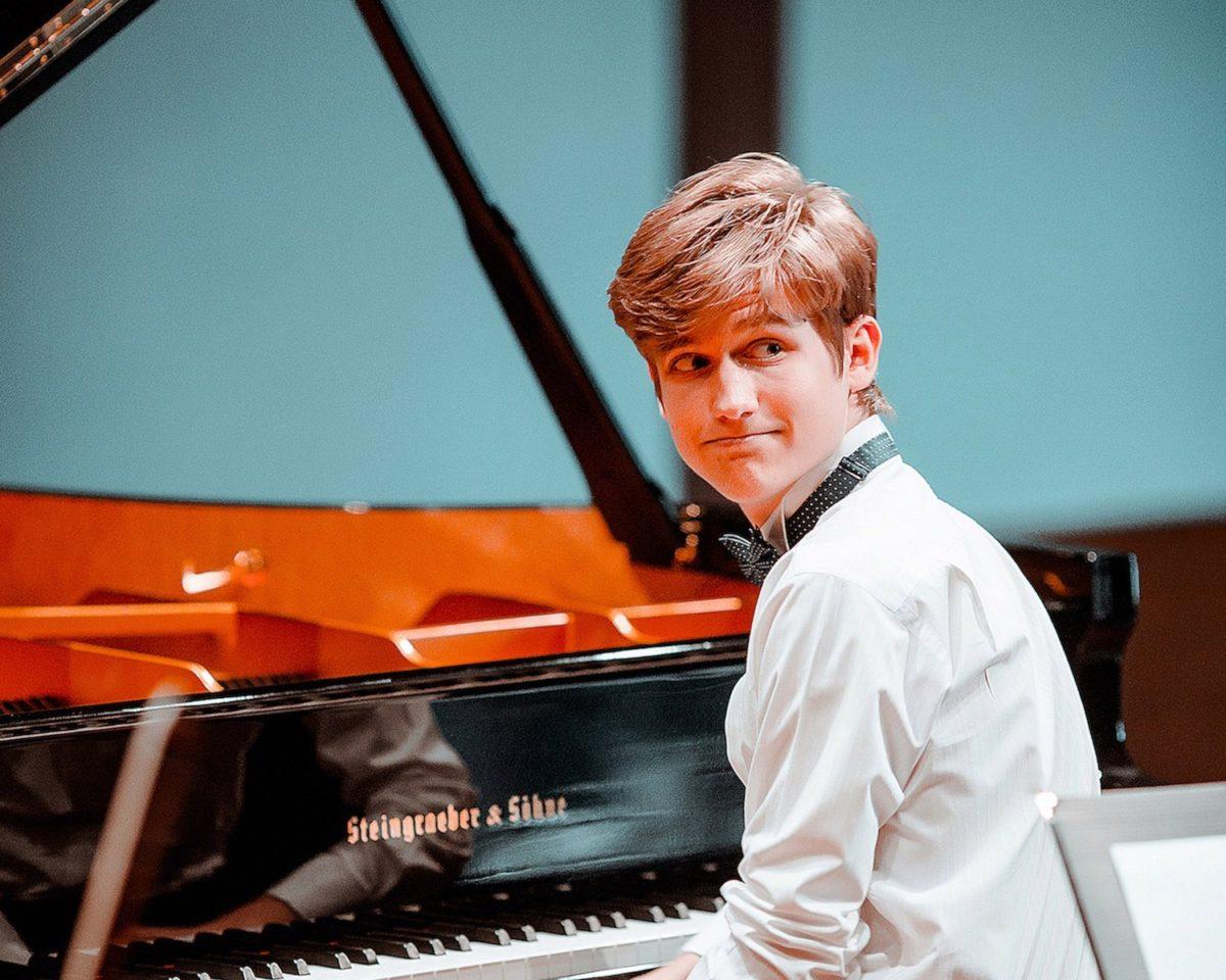 Simon Bürki, piano